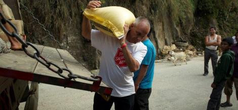 Nepal-unloading